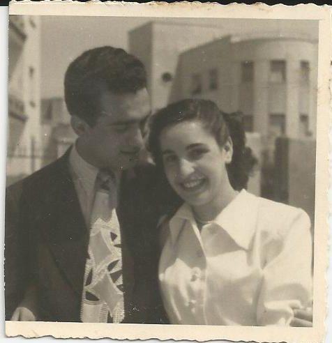 Franco con la madre Memore TotAlguer|Sidado Franco Lobrano Memorie TotAlguer|Franco e Clara Memorie TotAlguer